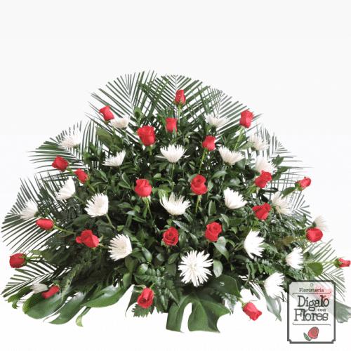 Abanico de rosas y crisantemos fúnebres