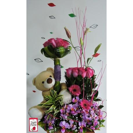 Arreglos florales, rosas fucsias, peluches