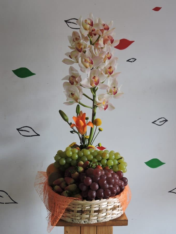 Sorpresa con frutas y orquídeas