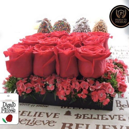 Caja de rosas con fresas de chocolate